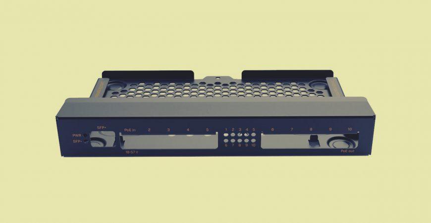MikroTik RB4011 komplet za montiranje na zid